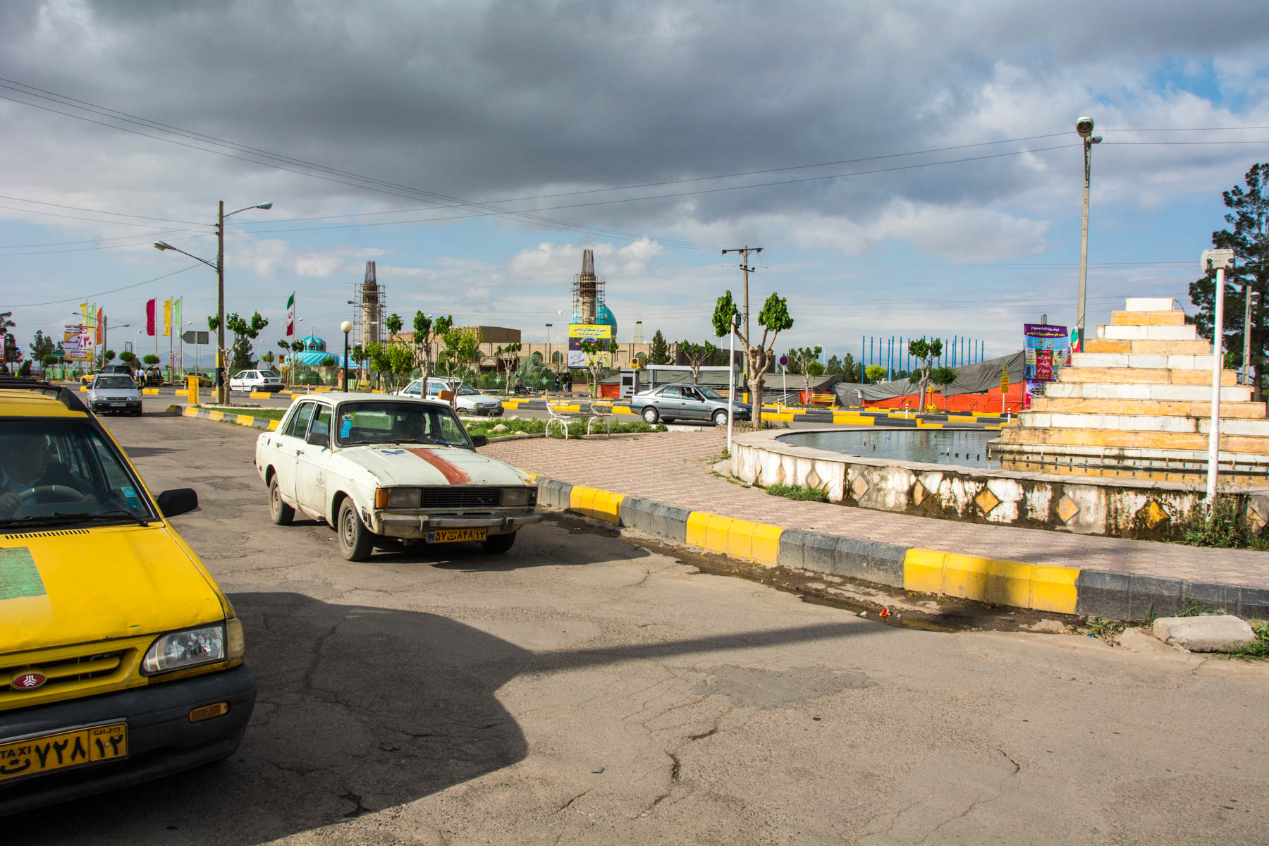 The roundabout area outside the Torbat-e Jam bus station, where you can find savaris and taxis back to Mashhad.