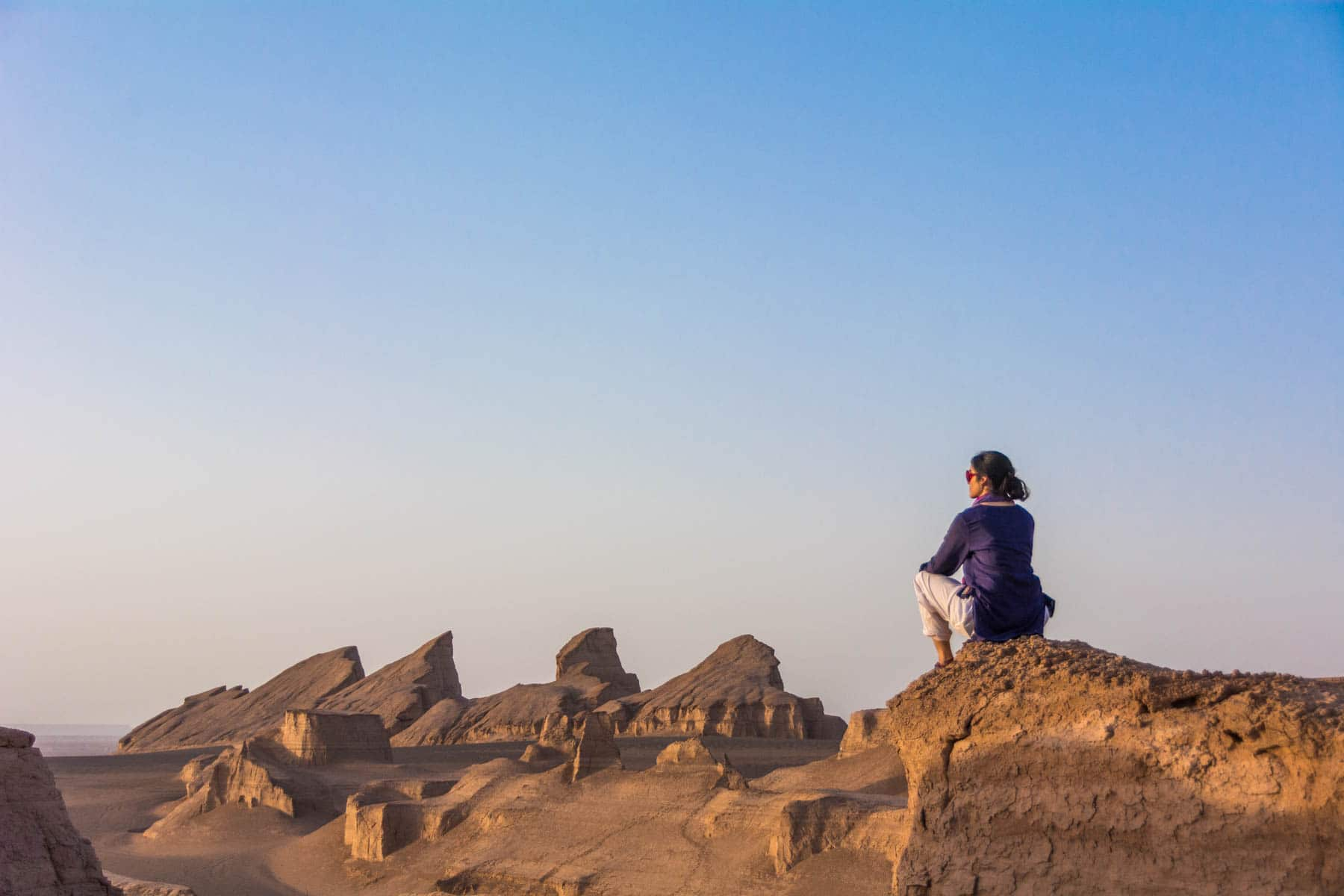A girl looking over the Kaluts desert in Iran