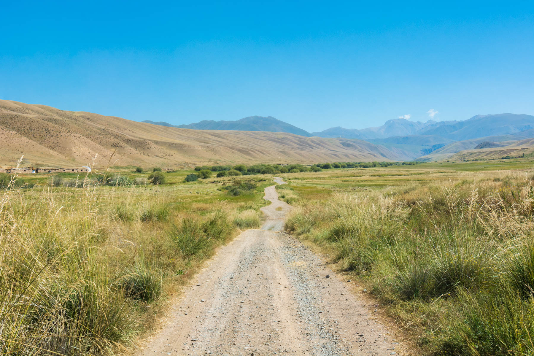 On the road to Song Kul lake in Kyrgyzstan - Lost With Purpose