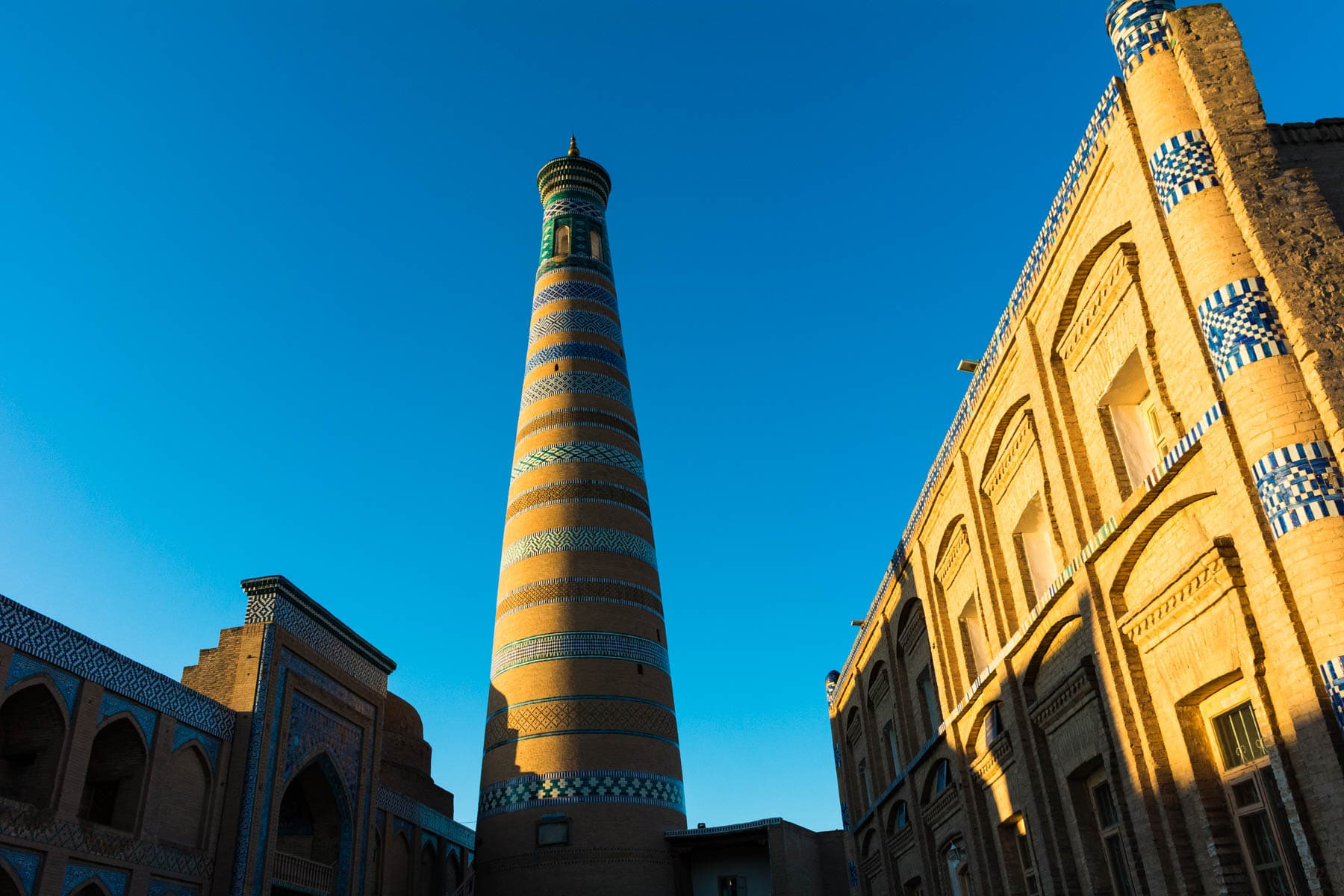 Why you need to see sunrise in Uzbekistan - The Kalta minor in Khiva at sunrise - Lost With Purpose