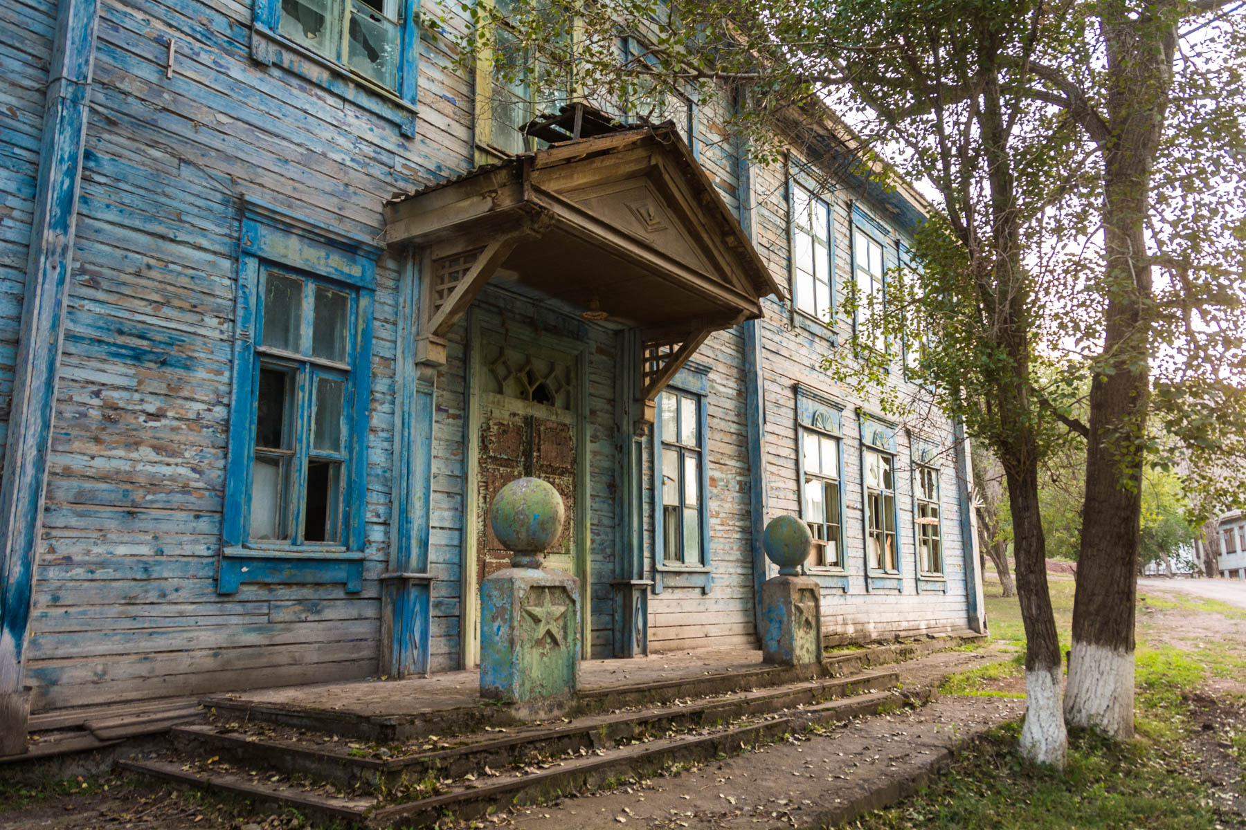 A grand Soviet mansion in Min Kush, Kyrgyzstan - Lost With Purpose