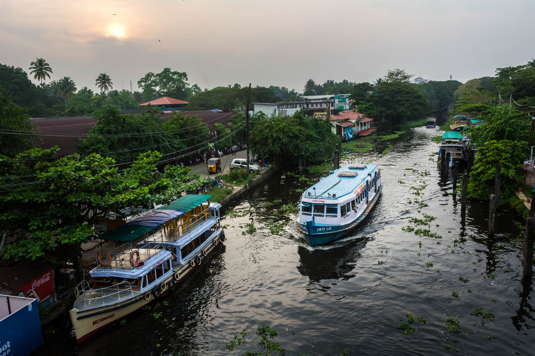 A cheap ferry in Alleppey (Alappuzha), Kerala, India - Lost With Purpose